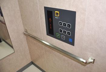 バリアフリーのエレベーター