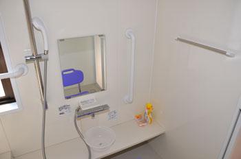 バリアフリー対応の浴室